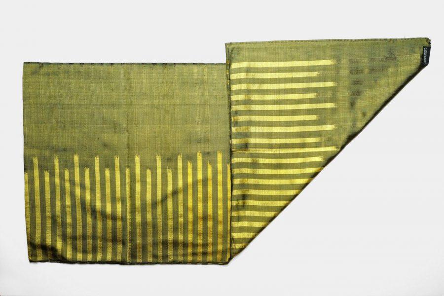 Handgefertigter Seidenschal Olive Gold Natürliche Färbung