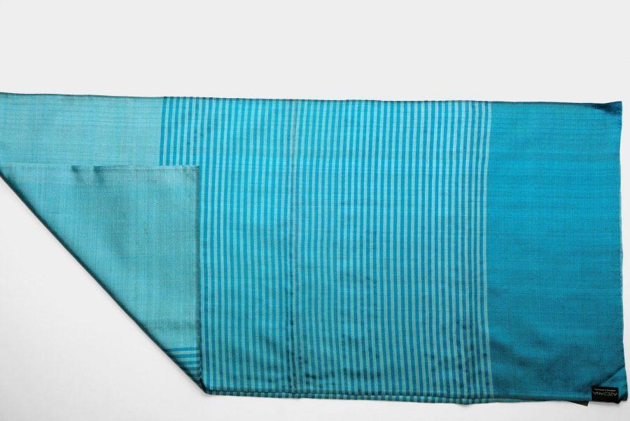 Handgefertigter Seidenschal Türkis Blau Natürliche Färbung