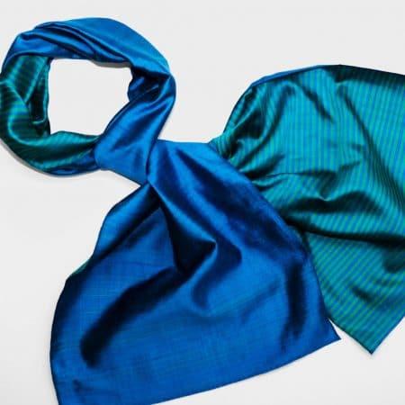 Handgefertigter Seidenschal Blau Grün Natürliche Färbung