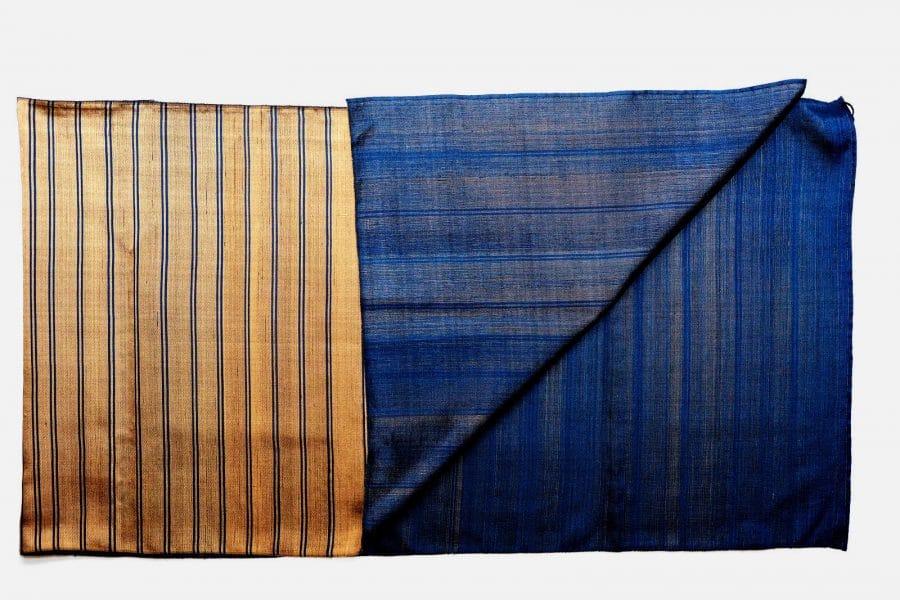 Handgefertigter Seidenschal Bronze Blau Natürliche Färbung