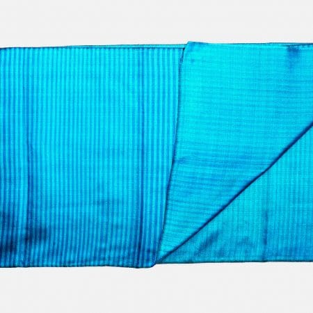 Handgefertigter Seidenschal Arktisblau Naturfarbstoff