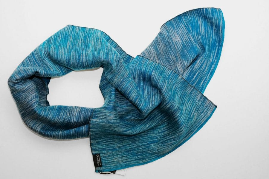 Handgefertigter Kaschmir Schal Blau Weiß Natürliche Färbung