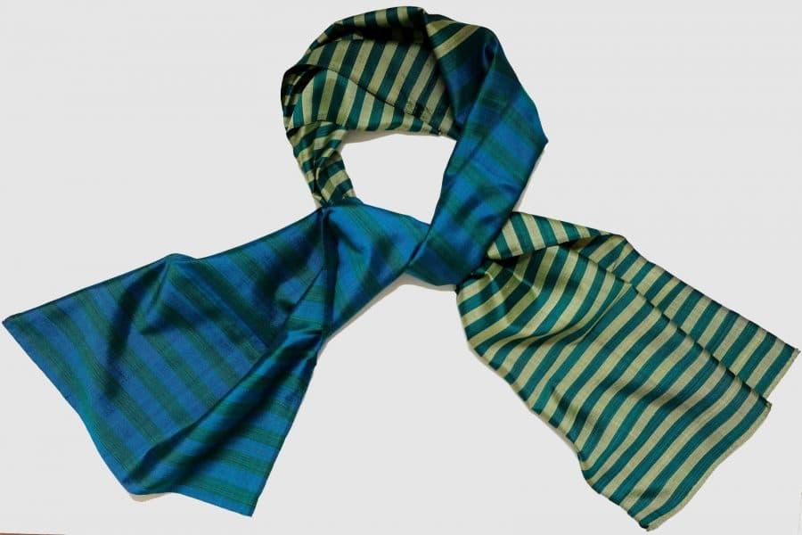 Handgefertigter Seidenschal Grün Blau Gold Naturfarbstoff