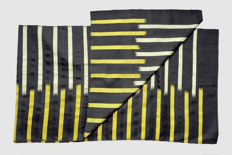 Handgefertigter Seidenschal Schwarz Gelb Naturfarbstoff